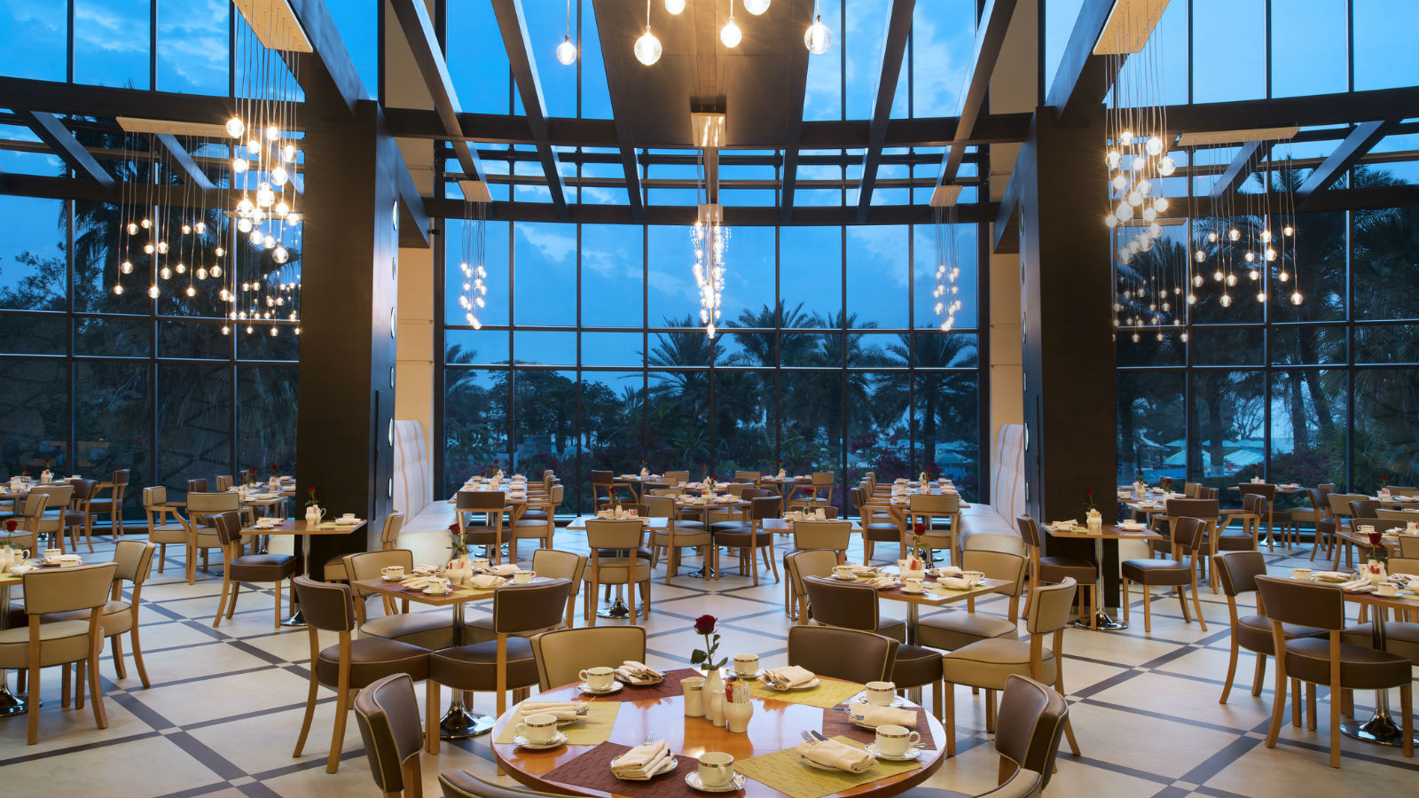 Views Restaurant-Le Meridien Al Aqah